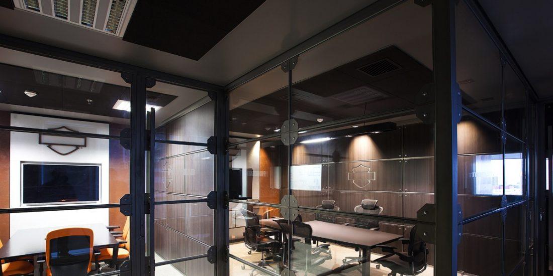 Sede da Harley-Davidson em São Paulo alia estética e conforto acústico